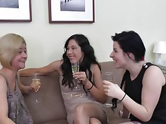 Cunnilingus Lesbian Old and Young Threesome